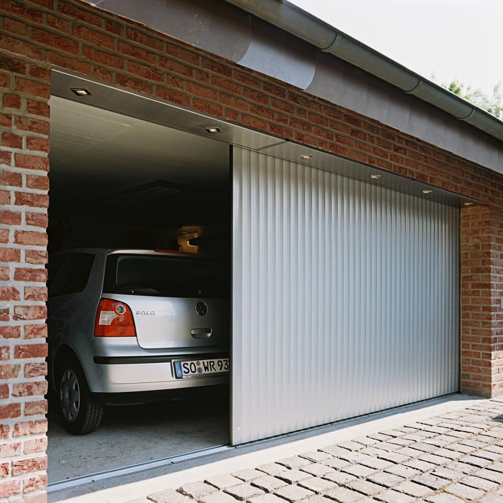 Ein neues Garagentor von Lakal, montiert von Haus-Bauelemente24
